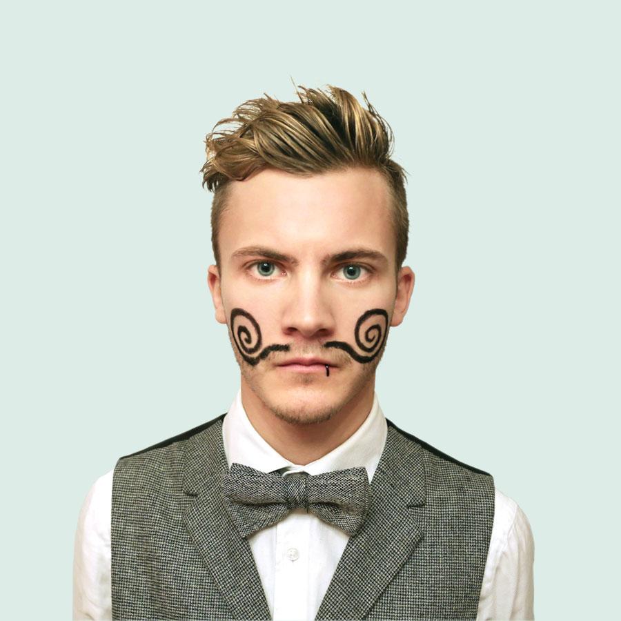 """Simon Schmieder im Musikvideo zu """"Lasst mich rein, ich hör Musik"""""""