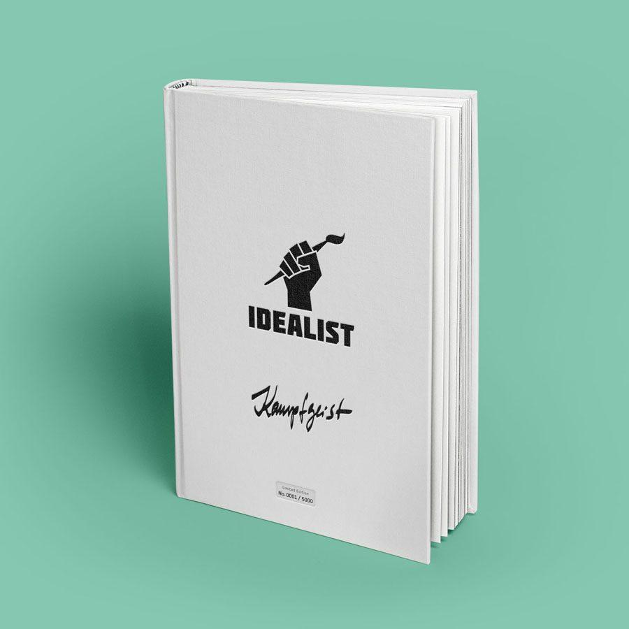 """Das Kunstbuch Idealist mit dem Titel """"Kampfgeist"""""""